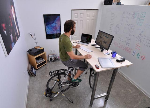 7 entrenador en bicicleta en el escritorio 1