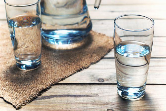 Beber agua ayuda a aumentar la energía mental