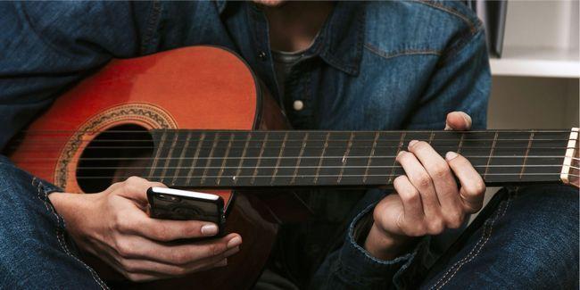5 Aplicaciones gratis que le ayudan a aprender y tocar la guitarra