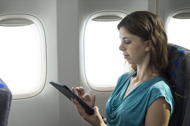 tablet-on-avión