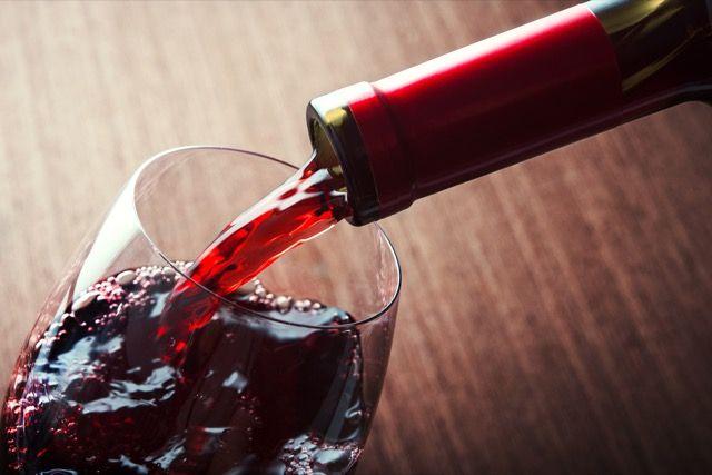 rojo-vino-pour