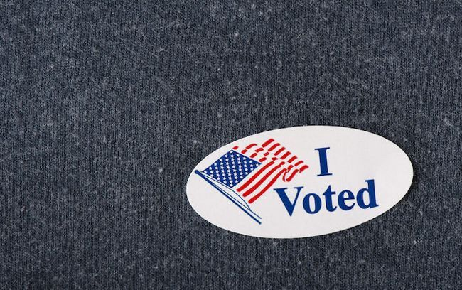 voté la etiqueta engomada