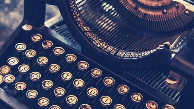 Máquina de escribir antigua pasada de moda
