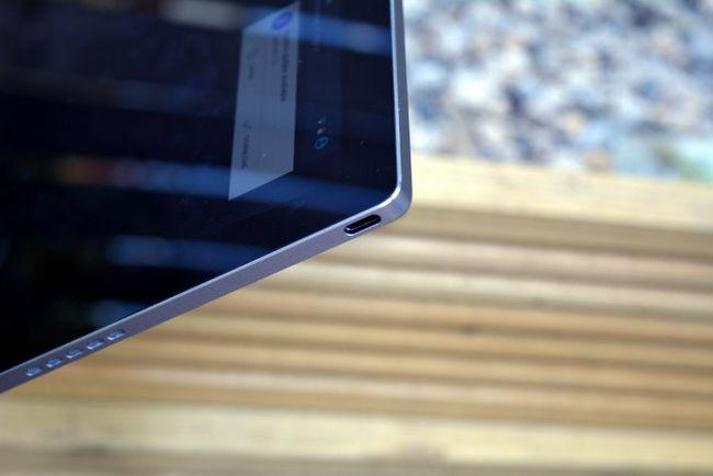MakeUseOf Revisión Google Pixel USB C-C Puerto