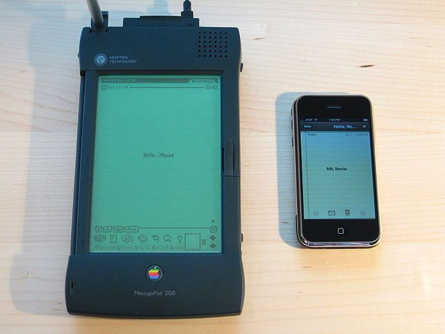 640px-Apple_Newton_and_iPhone