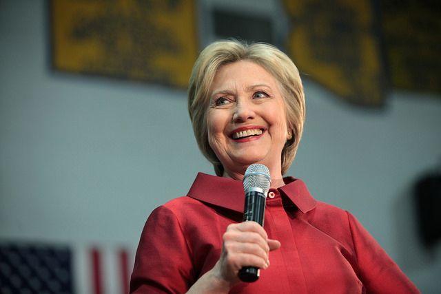 hillary-Clinton-mic