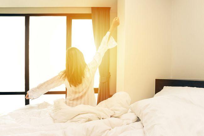Despertador por la mañana temprano sanos y felices