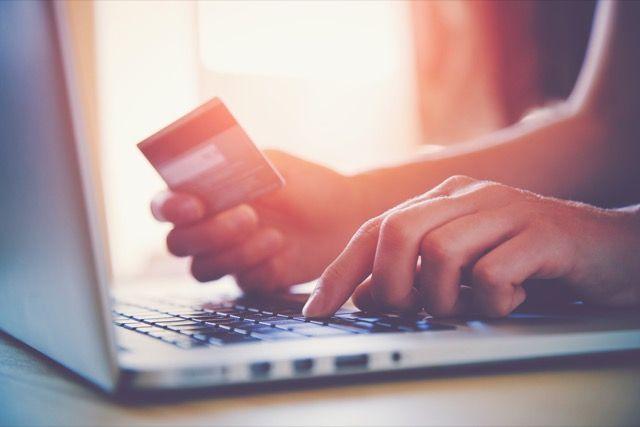 en línea, compras y tarjetas de crédito