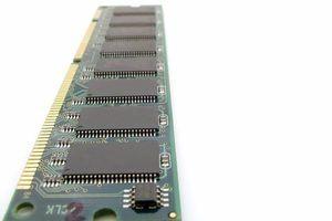 La memoria del sistema en Linux almacena en caché los datos utilizando cualquier memoria RAM adicional.