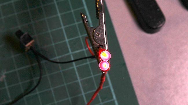 Ojos espeluznantes LED de prueba