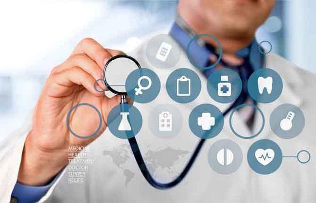 doctor con muchos diagnósticos
