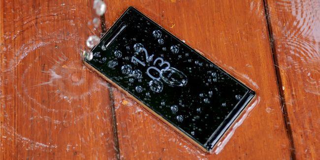 Cómo ahorrar un teléfono celular mojado o tableta