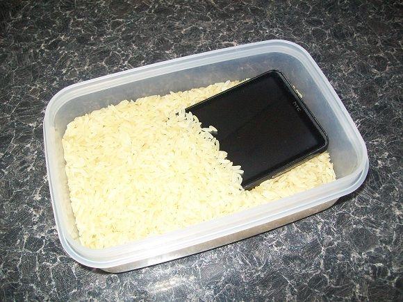 fijar teléfono celular mojado