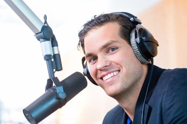Muo-longform-podcaststarterguide-presentador