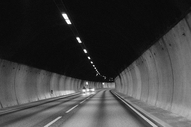 luces-form-line-blanco-negro