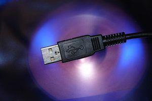 Transferir archivos y configuraciones entre equipos con un cable de transferencia sencilla de Belkin.
