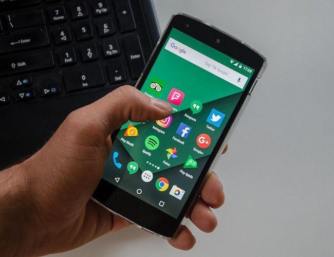 Mejor Teléfono 2016 - teléfono Android en la mano