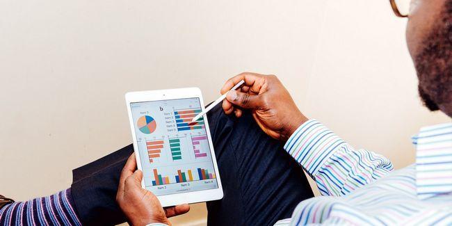 En caso de que contratar a un asesor financiero en línea?