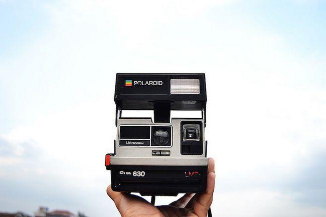 Frontal del disparo de una cámara Polaroid
