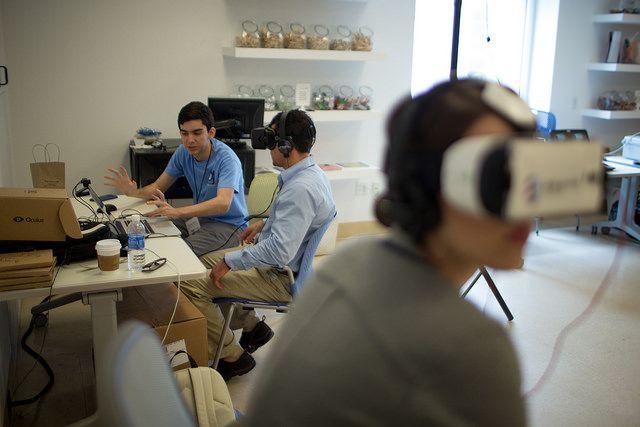 personas que utilizan VR