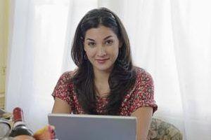 La gente puede revisar su correo electrónico desde cualquier lugar utilizando un navegador Web.