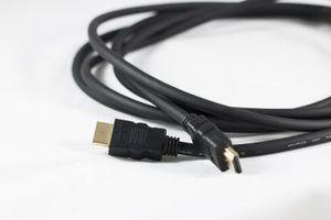 El cambio a los cables HDMI puede reducir el desorden de cables.
