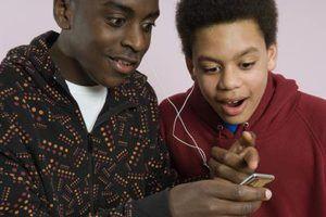 Ver sus videos musicales favoritos en tu reproductor de MP3 Emerson.